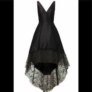 Monique LHuillier Asymmetrical Lace Hem Gown